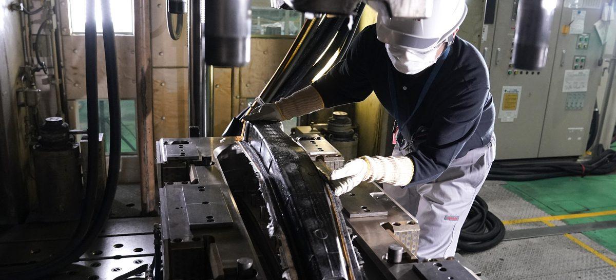 Nissan совершает прорыв в производстве композитных деталей