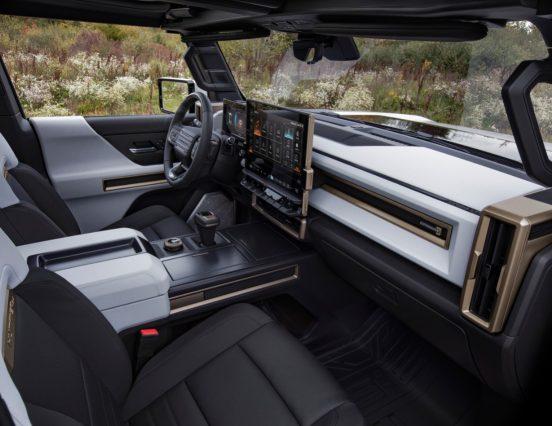 Новый GMC Hummer EV оказался дороже пикапа Tesla Cybertruck