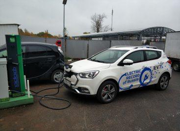 Электромобиль JAC iEV7S получил возможность зарядки в сети ЭЗС «Фора»