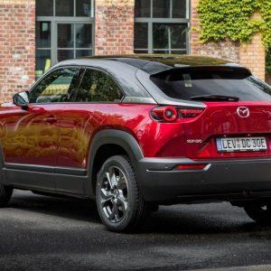 Mazda запустила продажи нового субкомпактного кроссовера