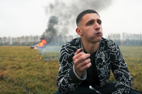 Российский блогер на видео сжег Mercedes за 13 миллионов рублей