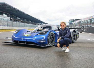 Нико Росберг тестирует электрический спорткар Volkswagen ID.R