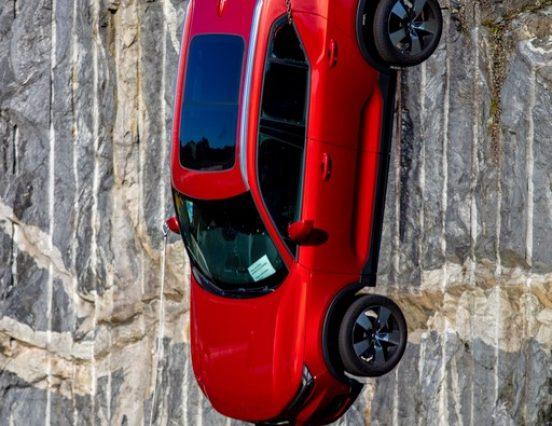 Volvo сбрасывает новые автомобили с 30-метровой высоты