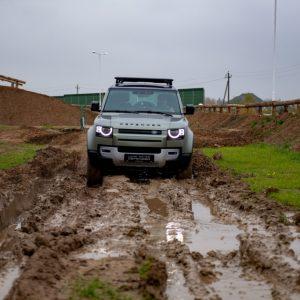 Jaguar Land Rover предоставит отряду «ЛизаАлерт» новые Defender