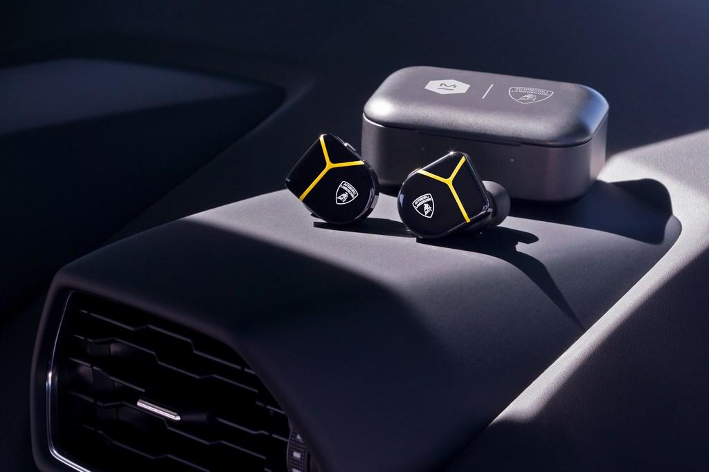 Lamborghini и Master & Dynamic