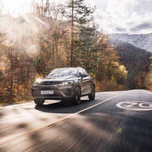 Geely объявляет дату старта продаж в России нового купе-кроссовера Tugella