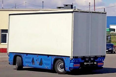 """КАМАЗ показал грузовой электрический беспилотник КАМАЗ-3373 """"Челнок"""""""