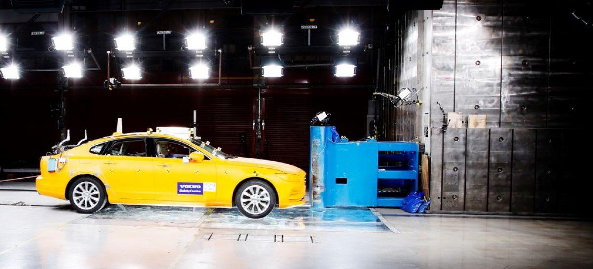 Два десятилетия на службе спасения жизней: Центру безопасности Volvo исполняется 20 лет