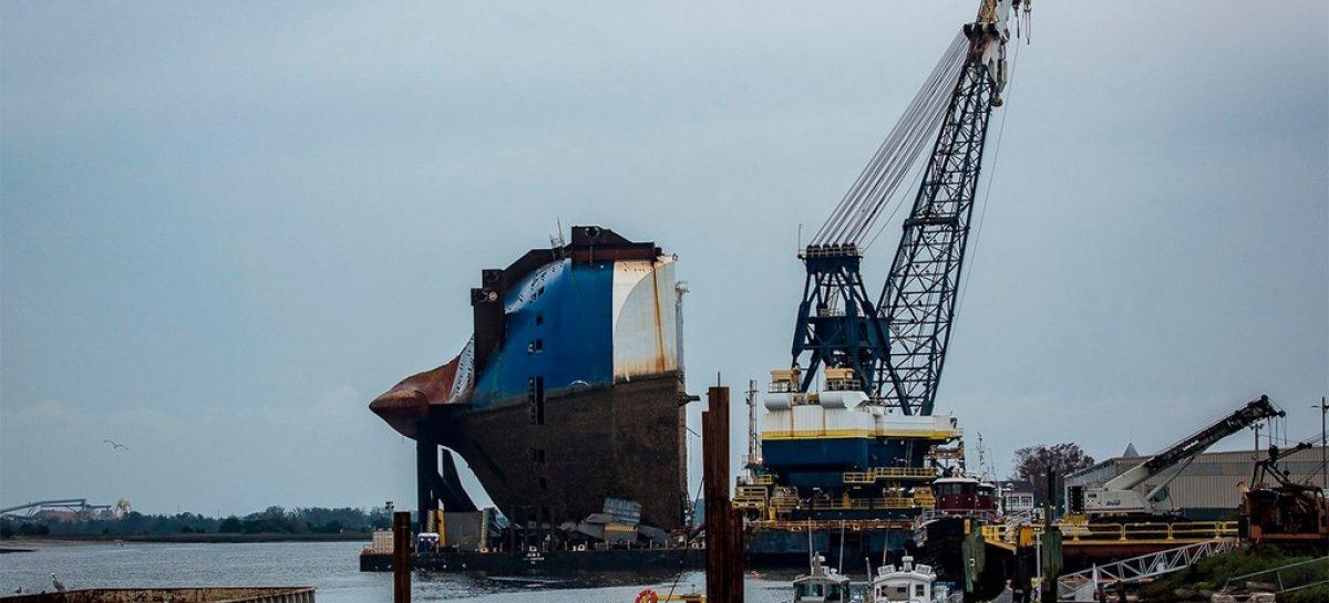 """Автовоз затонул у берегов США, предположительно из-за """"тяжелых кроссоверов"""""""