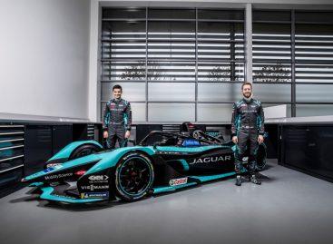Jaguar Racing представляет гоночный электрокар Jaguar I-TYPE 5 для участия в Formula E