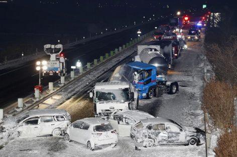 Из-за снежной бури в Японии столкнулись 130 автомобилей