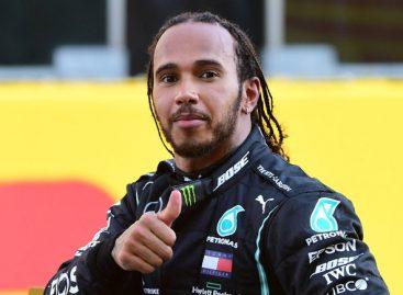 Mercedes продлил контракт с Льюисом Хэмилтоном