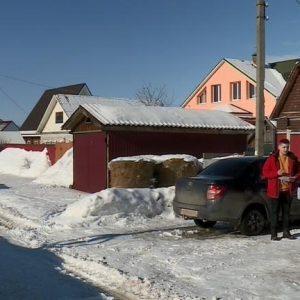 Жителям села под Рязанью пригрозили штрафами за оставленные возле собственных домов машины