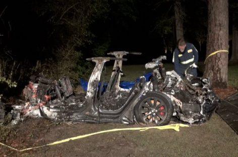 В Техасе нашли двух погибших в сгоревшей Tesla