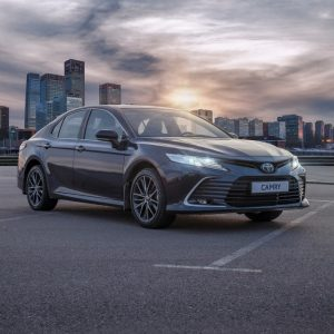 Новый уровень динамики и технологий: начинаются продажи обновленного бестселлера Toyota Camry