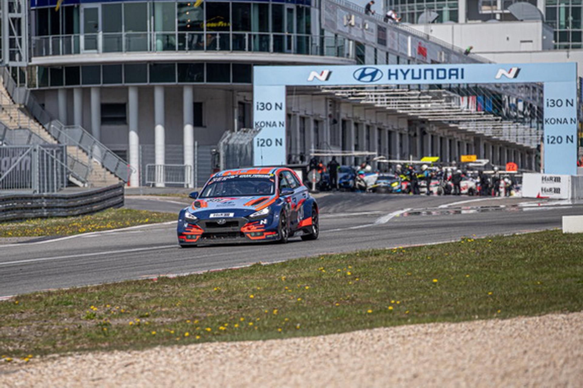 Hyundai Motor выставит на гонку «24 часа Нюрбургринга» сразу три модели