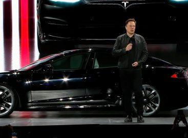 Илон Маск представил свой новый электрокар Tesla Model S Plaid