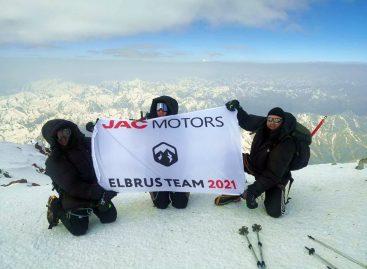 Команда российского представительства JAC совершила восхождение на Эльбрус