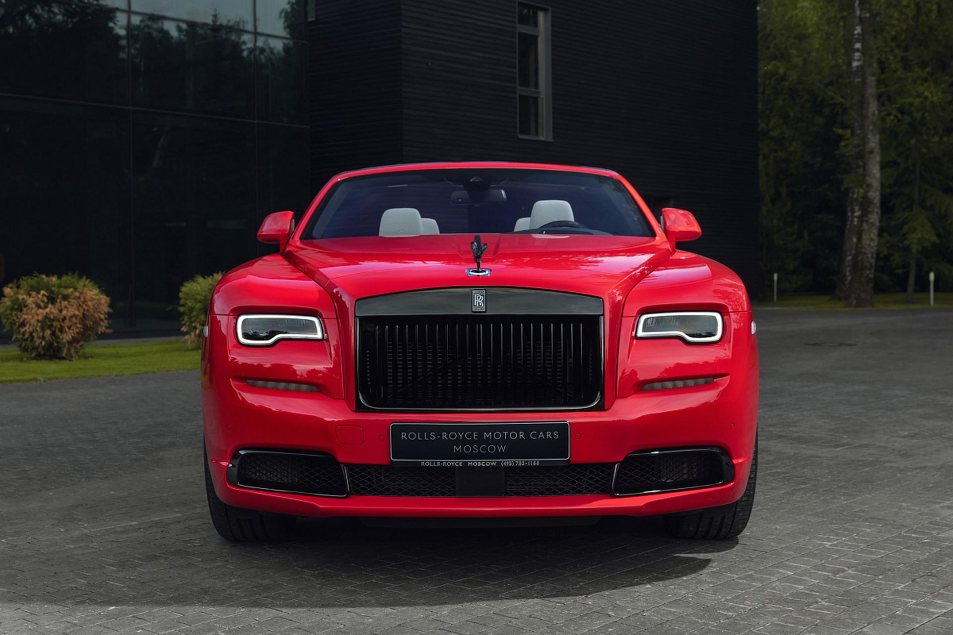 Неоновая коллекция Rolls-Royce Black Badge уже нашла своих владельцев