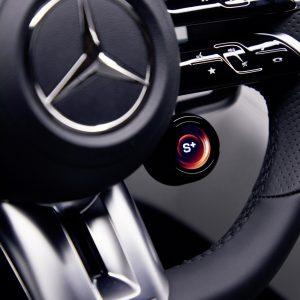 Эксклюзивное знакомство с интерьером нового Mercedes-AMG SL