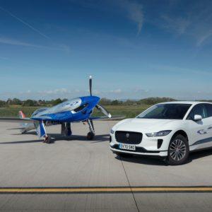 Jaguar I-PACE поможет электрическому самолёту  установить рекорд скорости полёта