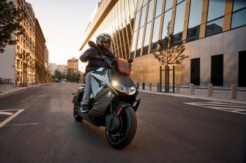 Новый скутер BMW CE 04