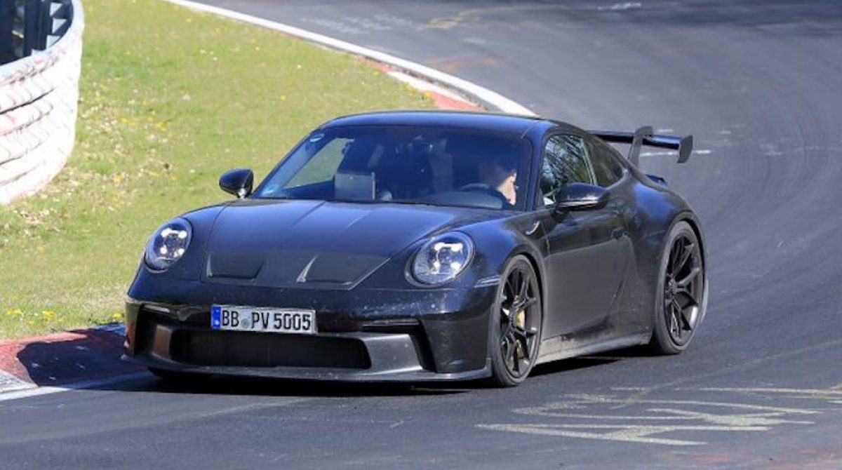 Появились фотографии гибридного Porsche 911 во время испытаний