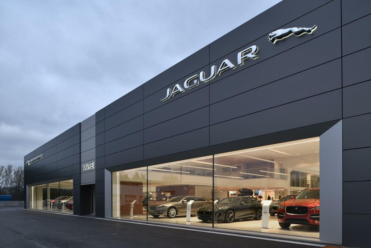 Автосалон Jaguar Land Rover