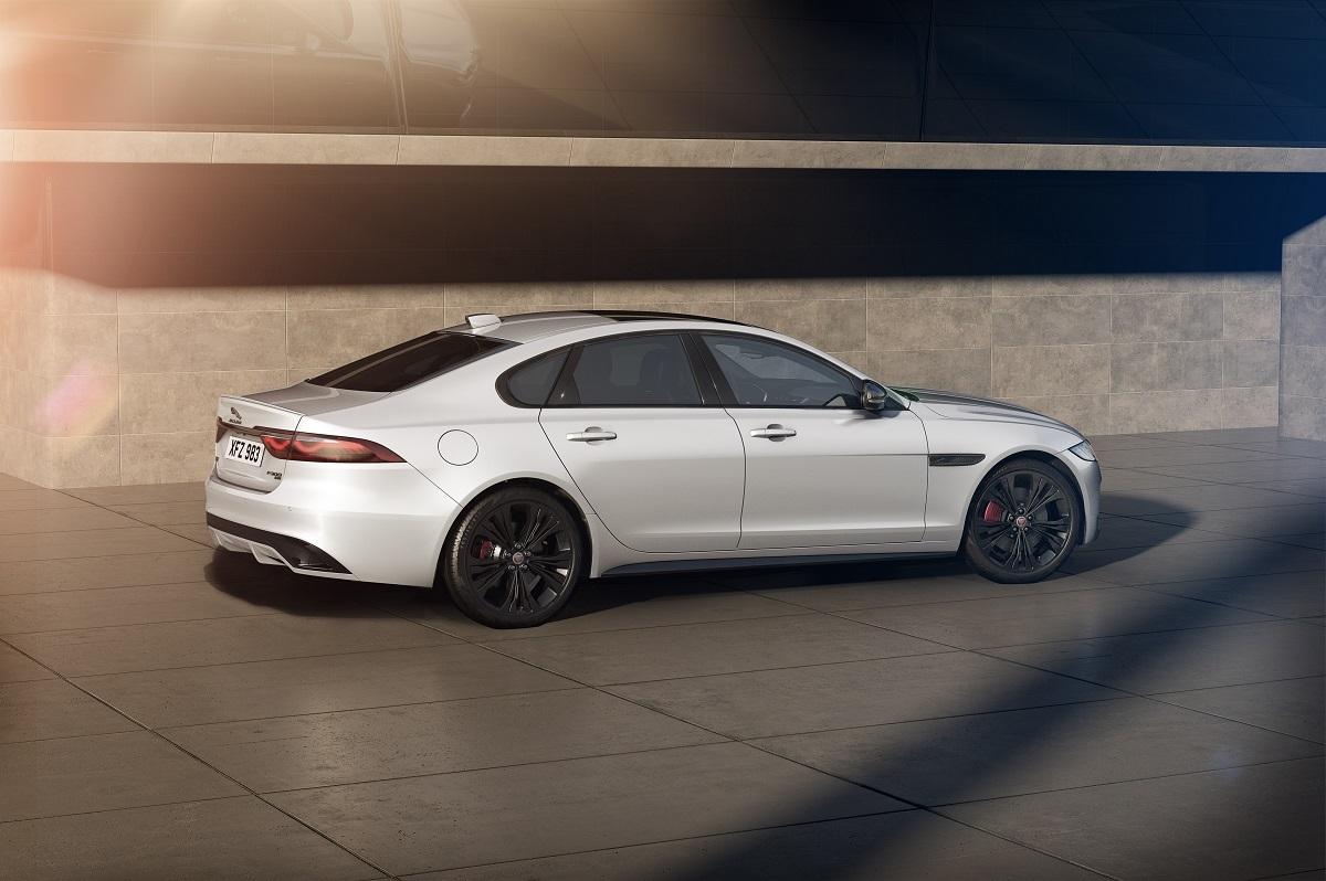 Эксклюзивная версия Jaguar XF R-Dynamic Black