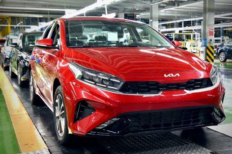 Обновленный Cerato станет первым автомобилем Kia на российском рынке, который получит новый логотип бренда