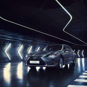 Дилерские центры Lexus в России начали принимать заявки на обновлённый Lexus ES