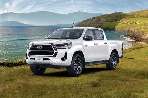 Начались продажи Toyota Hilux в версии Престиж с бензиновым двигателем