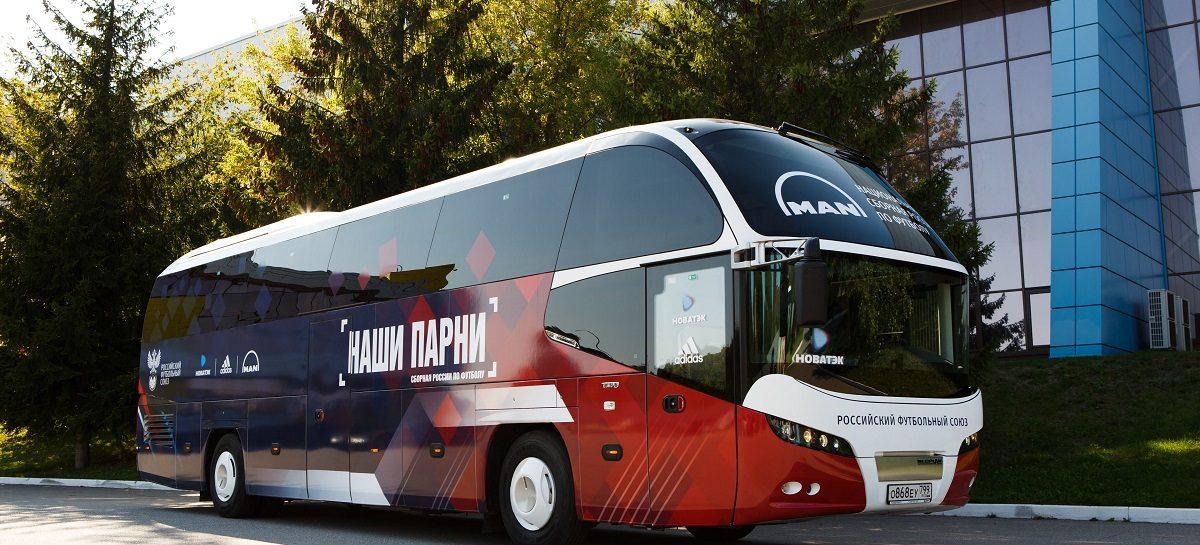 Футболисты сборной России представили командный автобус в новом дизайне