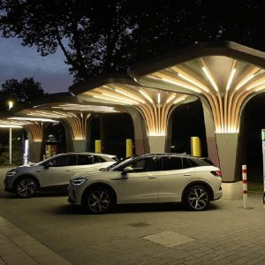 E.ON и Volkswagen представляют станцию быстрой зарядки с накопительной аккумуляторной батареей