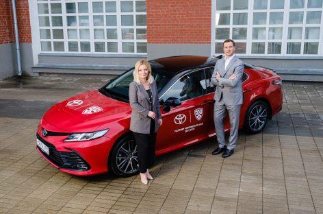 Подтверждение высокого статуса: КХЛ вручила Toyota официальный сертификат о партнерстве