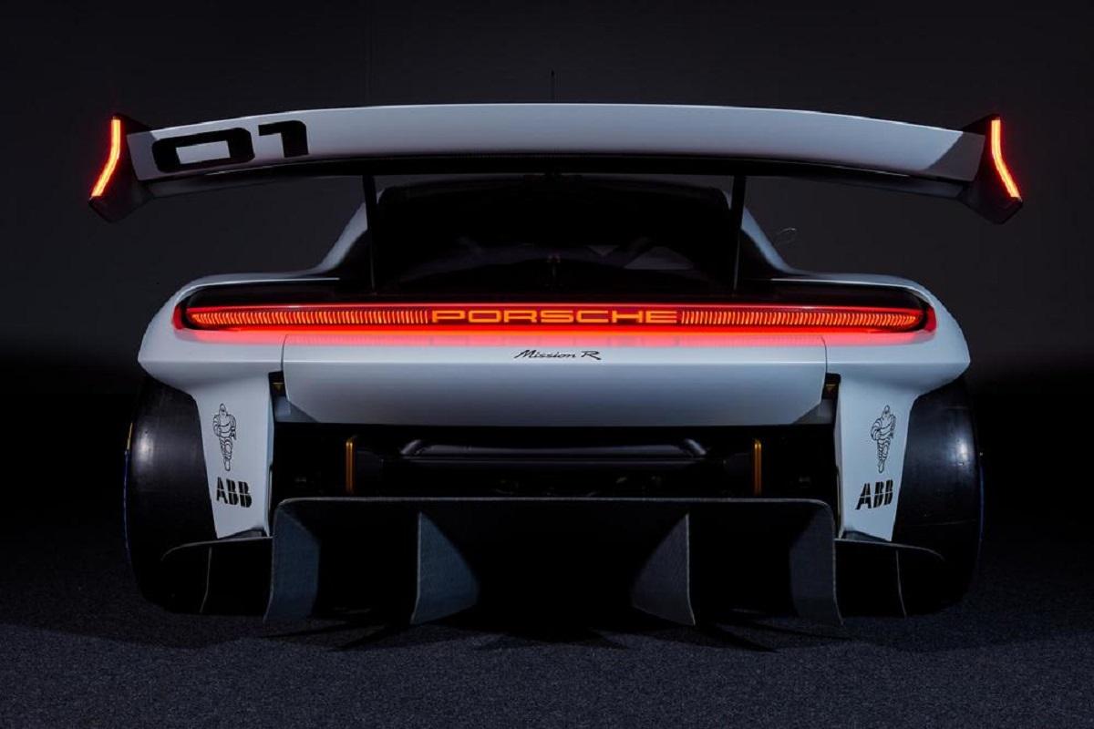 Porsche представляет концепт-кар Mission R (5)