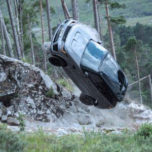 Захватывающие кадры с Range Rover Sport SVR в фильме о Джеймсе Бонде «Не время умирать»