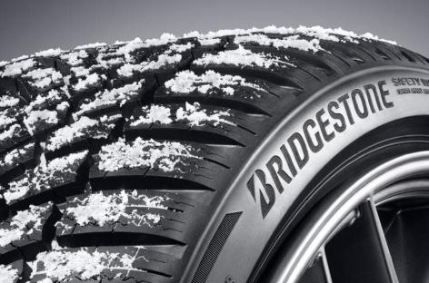 Зимняя нешипованная модель Bridgestone Blizzak LM005 вновь завоевала высшие награды в сезонных тестах 2021 года